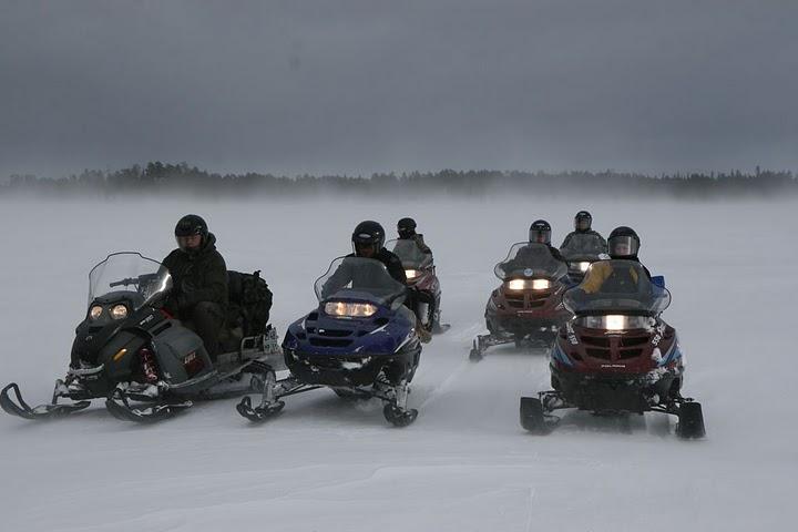 Переход по Устьянской трассе на снегоходах