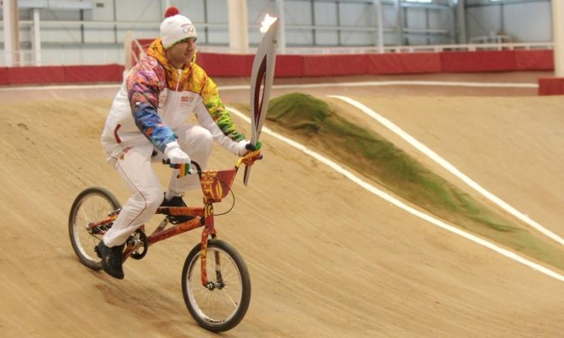 С олимпийским огнем на BMX