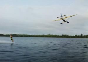 На голых пятках за катером и самолетом