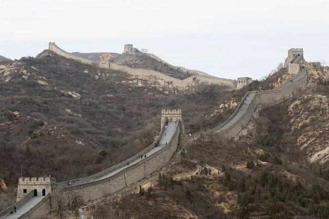 Американец пролетел над Великой китайской стеной в вингсьюте