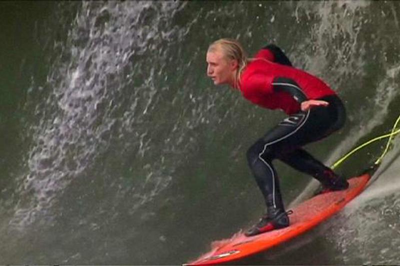 18-летний серфингист из Австралии стал лучшим на Мысе Страха