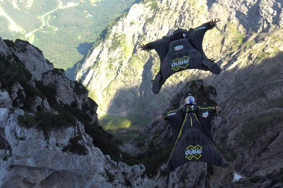 Soul Flyers прыгнули с высоты 4000 метров в вингсьютах