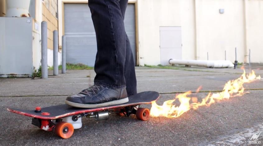 Скейтборд-огнемет
