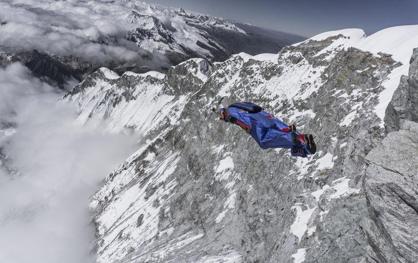 Российский экстремал спрыгнул с вершины горы Уаскаран в Перу