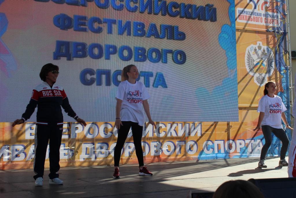 Ирина Роднина провела фитнес-разминку