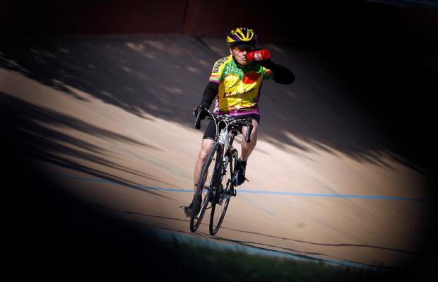 106-летний французский велосипедист сообщил о завершении карьеры