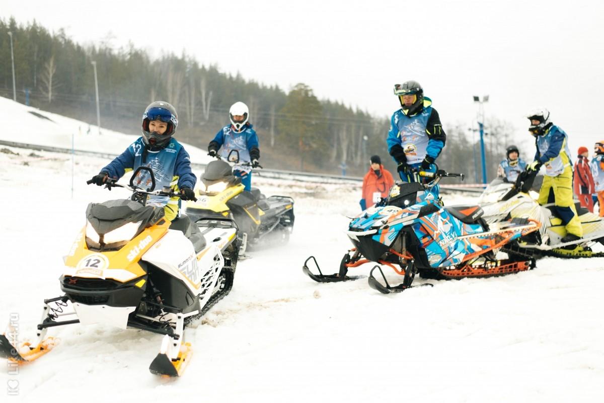 соревнования по биатлону на снегоходах