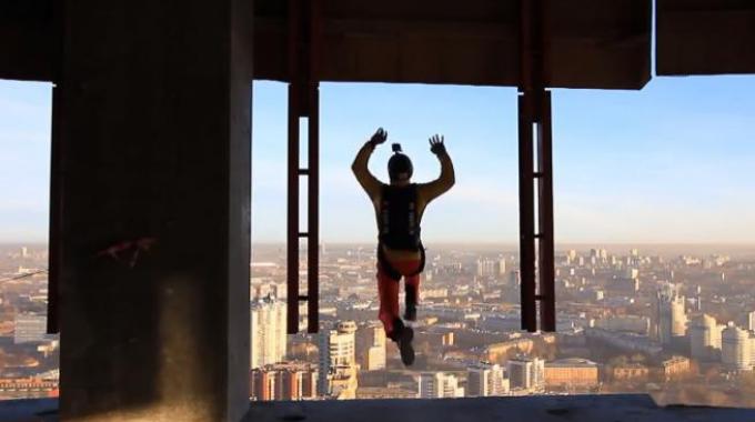 В Госдуме считают неэффективным введение штрафов за прыжки с небоскребов