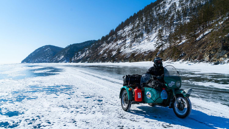 по льду Байкала на «Уралах»