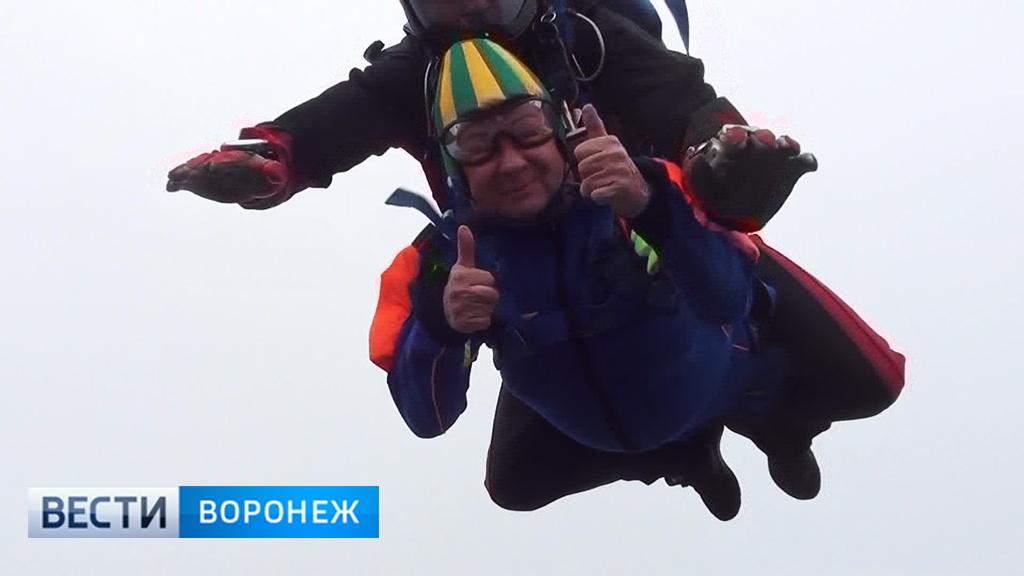 80-летняя Супербабушка прыгнула с парашютом