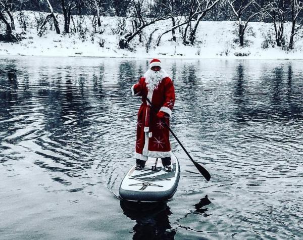 Дед Мороз переплыл реку Сейм