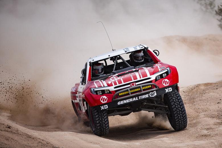 В гонке Mint 400 одержал победу Honda Ridgeline Baja Race Truck