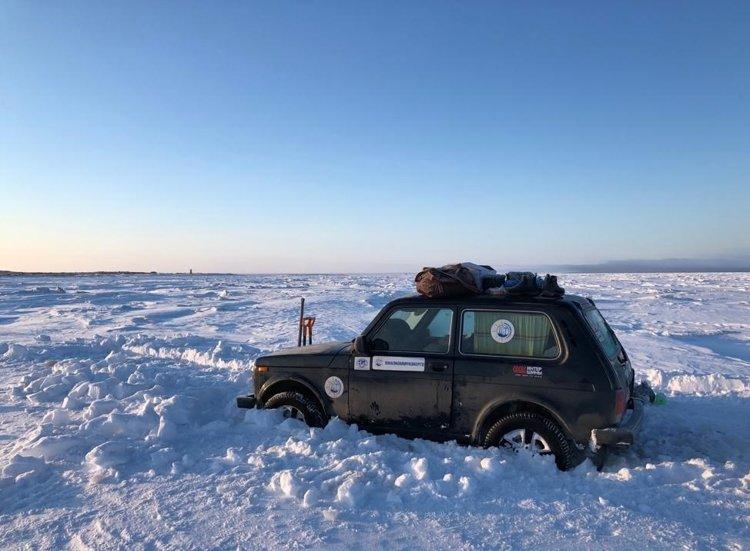 Ямальский путешественник-экстремал на «Ниве» пересек пролив Невельского