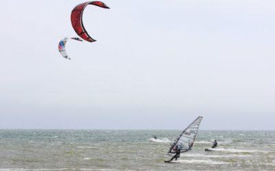 В Керчи проходят соревнования по виндсерфингу и кайтбордингу