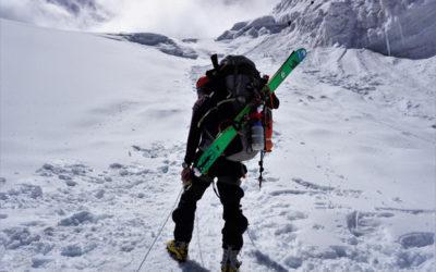 Российские экстремалы совершили спуск без кислорода с горы Манаслу в Непале