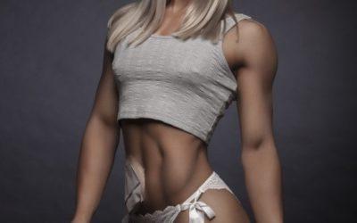 Победительницей конкурса фитнес-моделей стала девушка с калоприемником