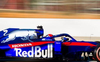 Показательные заезды болида Формула-1 команды Toro Rosso в Санкт-Петербурге