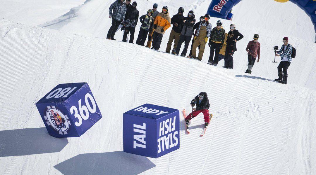 Сноуборд контест Red Bull Roll the dice проходит в Красной Поляне
