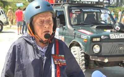 96-летняя ветеран ВОВ приняла участие в соревнованиях по джип-триалу
